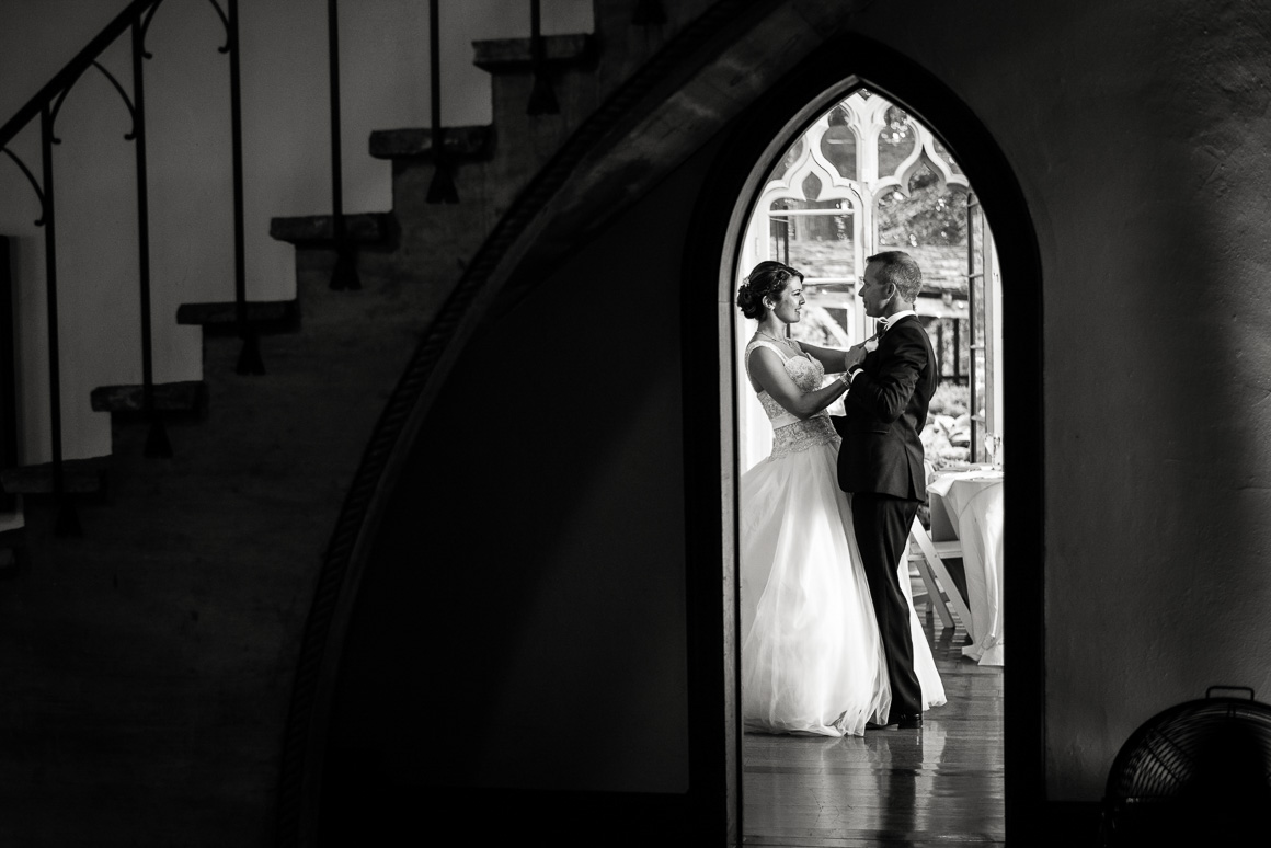 cloisters castle bride groom arch doorway denver wedding photographer