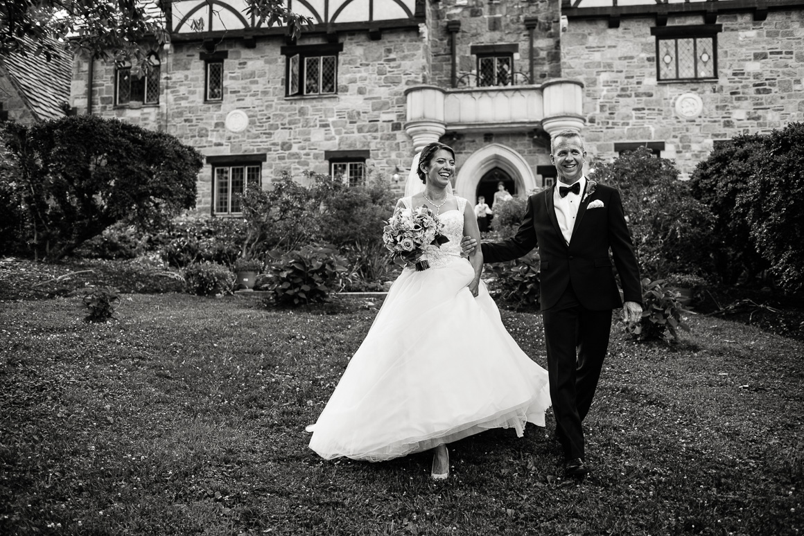 cloisters castle bride groom candid Colorado wedding photojournalist