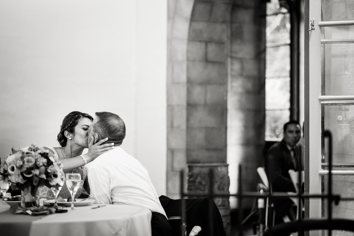 cloisters castle bride groom kiss table denver wedding photojournalist