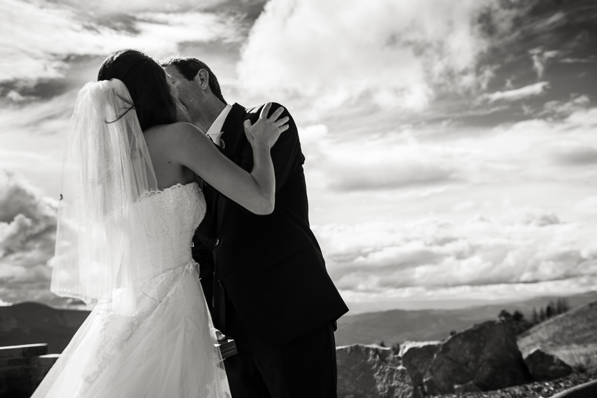 vail mountain colorado wedding photographer kiss