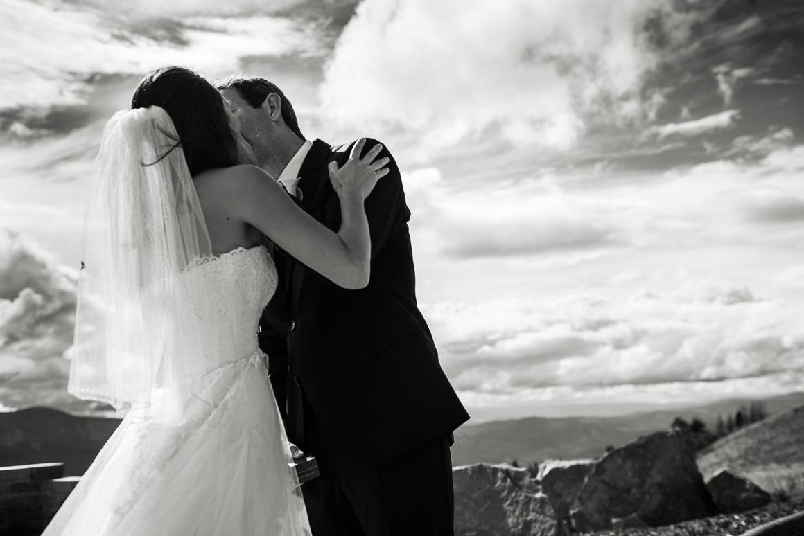 vail mountain colorado wedding photographer kiss