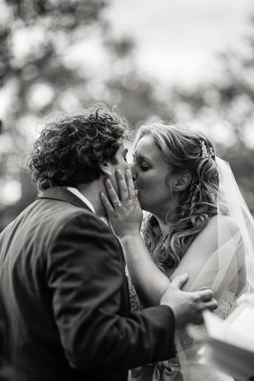 Wedding kiss at the Sculpture Garden of the New Orleans Museum of Art by Denver wedding photojournalist